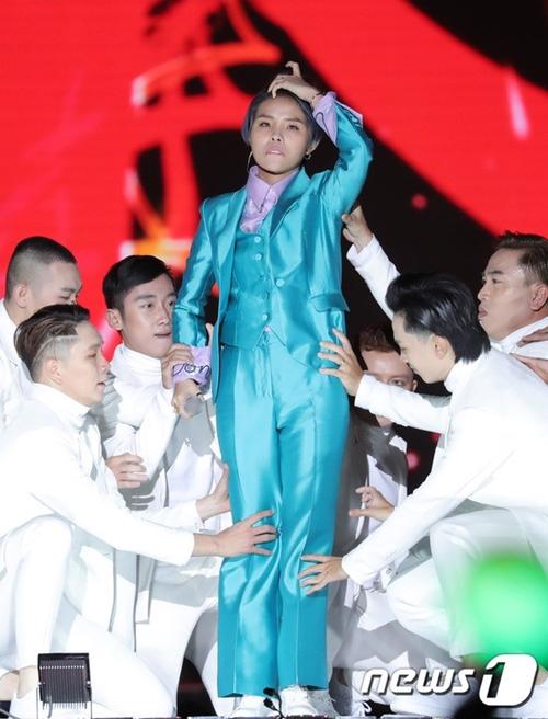 Vũ Cát Tường gây ấn tượng trên sân khấu Asia Song Festival 2018