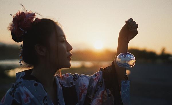 Văn Mai Hương đầy tâm sự trong MV mới.