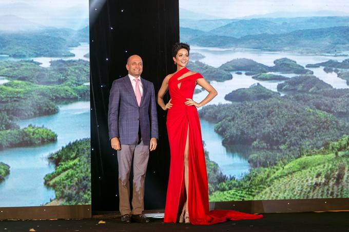 <p>Ngày 9/10, Hoa hậu Hoàn vũ Việt Nam 2017 H'Hen Niê tham gia một sự kiện tại TP HCM với tư cách đại sứ.</p>