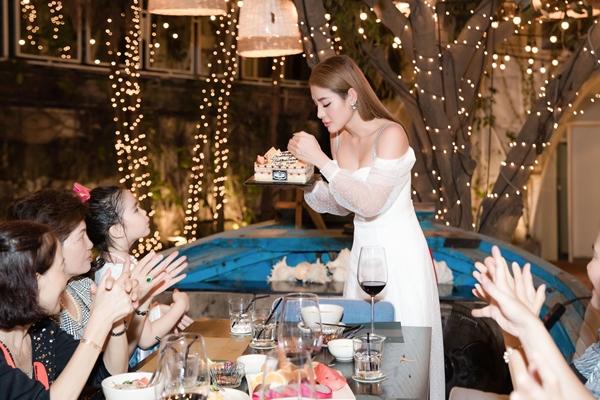 Phương Trinh Jolie: Từng muốn bỏ nghề qua Mỹ làm nail vì khó khăn - 2