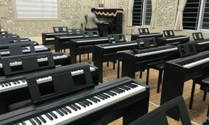 Học sinh chuyên Ngoại ngữ Hà Nội được học đàn piano, violin tại trường