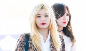 Red Velvet được khen vì style chất, Jessica lộ dáng mỏng ở sân bay