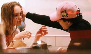 Fan phát cuồng vì chuyện tình của con gái Johnny Depp và mỹ nam 'Call me by your name'