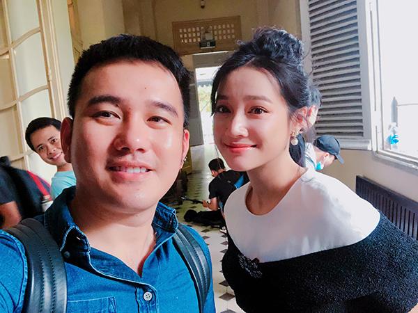 Nhã Phương thân thiết bên NTK Lê Thanh Hòa. Những ngày qua, cô liên tục bị soi chuyện bầu bì sau khi kết hôn với Trường Giang nhưng hiện im lặng.