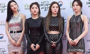 Cho Red Velvet mặc quá lố lên thảm đỏ, stylist bị fan đòi đuổi