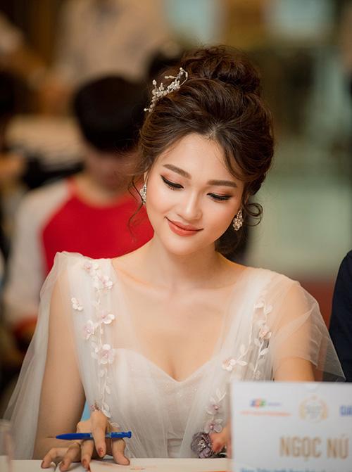 Với vẻ đẹp thanh tú, Ngọc Nữ gần đâykhá đắt show sự kiện, làm giám khảo cho các cuộc thi sắc đẹp sinh viên, đồng thời được nhiều nhãn hàng về làm đẹp săn đón.