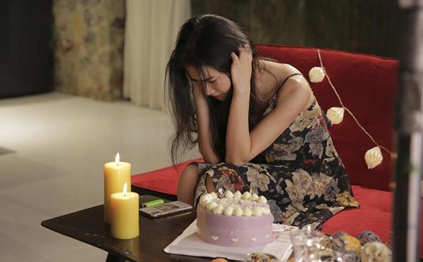 Hòa Minzy diễn xuất đau khổ trong MV Chấp nhận.
