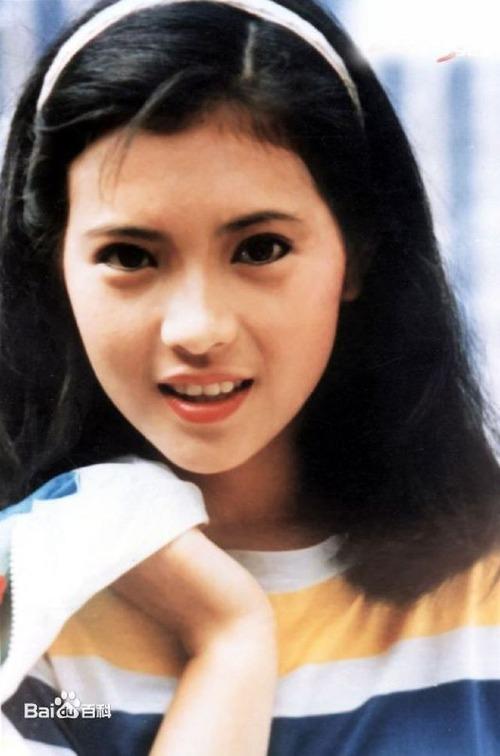 Ngọc nữ của đài TVB từng được mệnh danh là đệ nhất mỹ nhân ngũ đài sơn (5 đài truyền hình của Hong Kong).