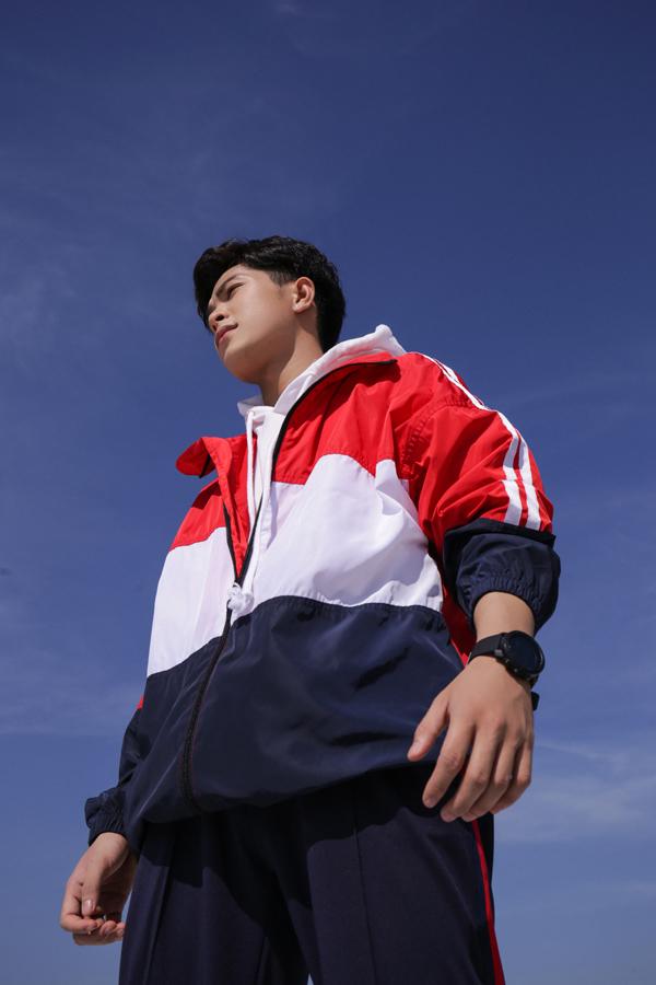 """<p> Chia sẻ với<em> iOne</em>, Thanh Phong cho biết với anh, taekwondo đã trở thành nghiệp nên anh sẽ """"yêu thương"""" tận cùng. Tuy nhiên, Hồ Thanh Phong vẫn hy vọng được thỏa đam mê hoạt động văn hoá nghệ thuật: """"Cuộc đời không phải là một cuộc đua mà nó là cuộc hành trình để chúng ta từng bước chiêm nghiệm ý nghĩa cuộc sống. Mình sẽ tận hưởng niềm đam mê và thử thách các khía cạnh khác của bản thân"""", Phong nói.</p>"""