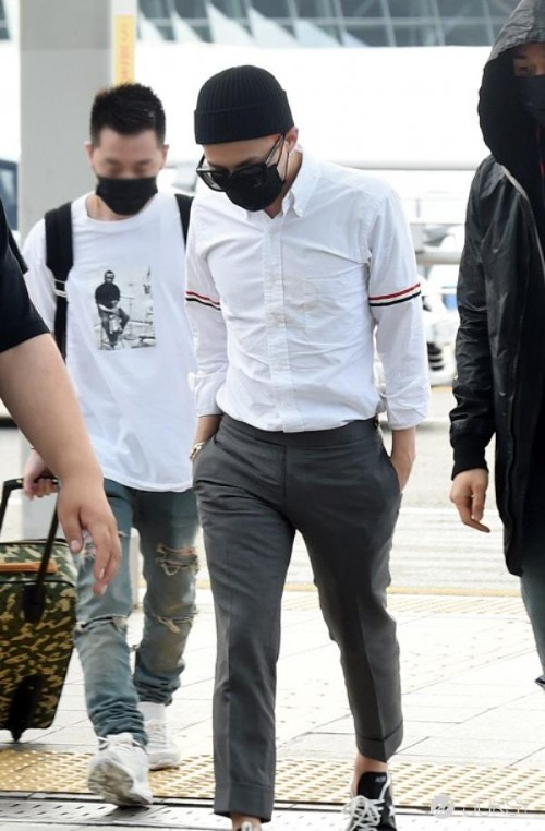 G-Dragon diện chiếc áo này trước đó không lâu,