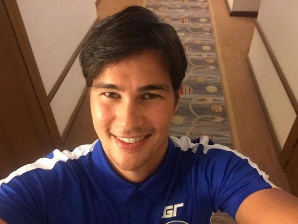 Phil Younghusband năm nay 31 tuổi, được đánh giá là ngôi sao sáng của Philippines tại AFF Cup 2018. Anh chàng hiện mang băng đội trưởng của đội, có bố là người Anh và mẹ người Philippines. Phil có một anh trai cũng là cầu thủ bóng đá thuộc đội tuyển quốc gia là James Younghusband (32 tuổi).