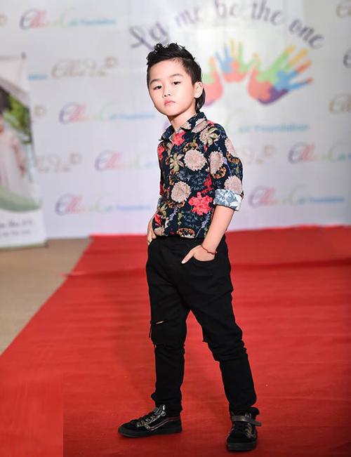 Dàn mẫu nhí mới 5-6 tuổi đã catwalk cực đỉnh với giày cao 7 cm - 9