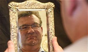 Chiếc gương 'ma ám' của thuyền trưởng tàu Titanic sẽ được bán đấu giá