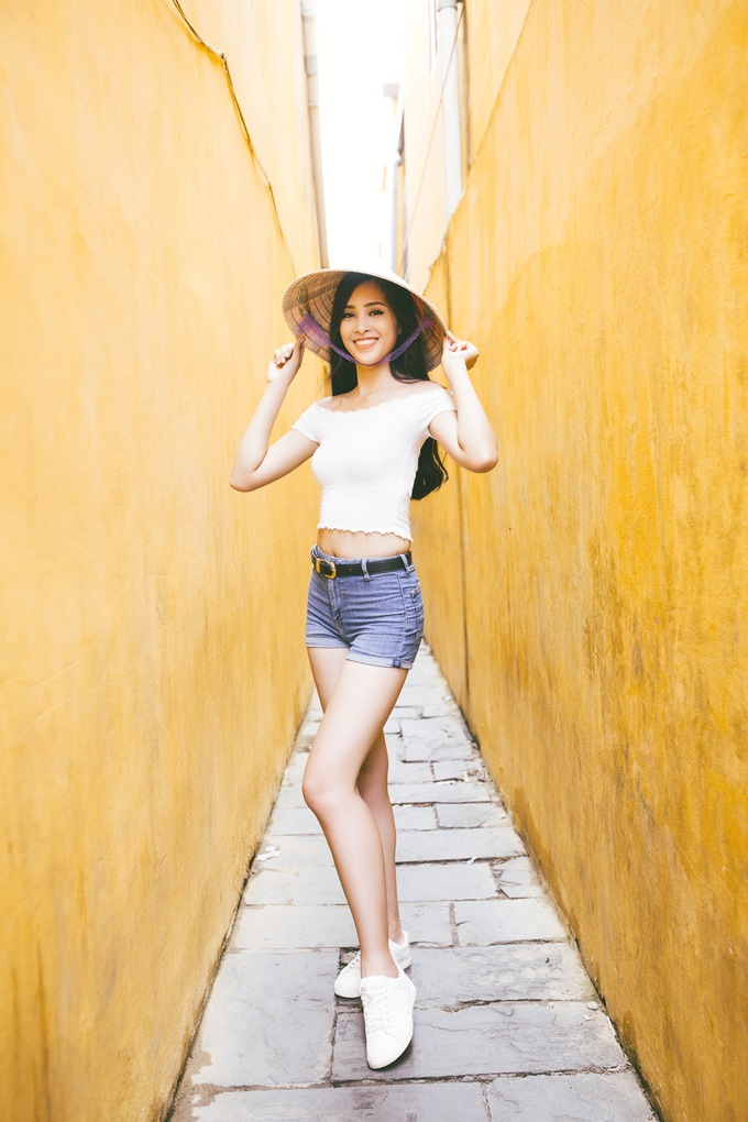 <p> Hoa hậu Việt Nam khéo léo giới thiệu văn hoá, con người Quảng Nam đến với bạn bè quốc tế qua những thắng cảnh và nét văn hóa truyền thống.</p>