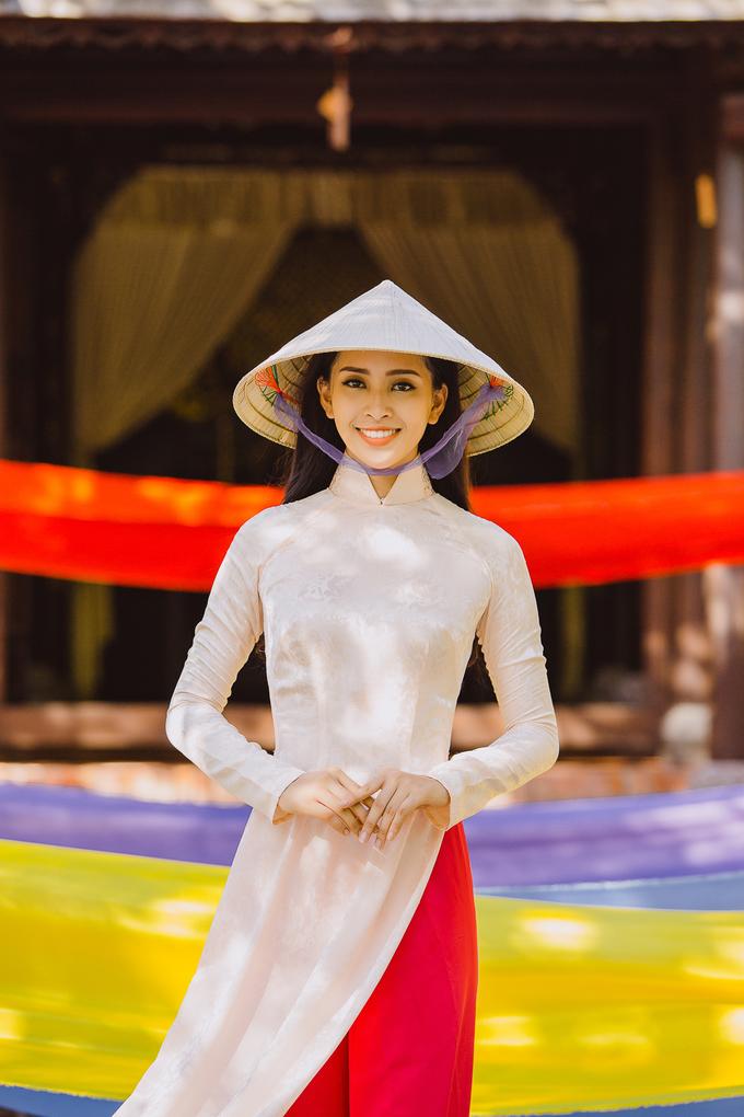 <p> Trần Tiểu Vy đăng quang Hoa hậu Việt Nam 2018 hồi tháng 9 và đại diện Việt Nam dự Miss World. Cô được nhận xét mang nét đẹp Tây, cao 1,74 m, số đo ba vòng 84-63-90 cm. Cô lên đường tham dự cuộc thi từ ngày 9/11. Chung kết sẽ diễn ra tại Sanya, Trung Quốc vào ngày 8/12.</p>