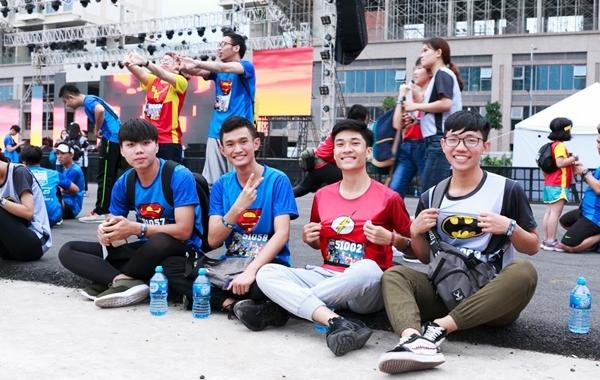 Khoảnh khắc hóa siêu anh hùng đẹp mắt của giới trẻ Sài Gòn - 8