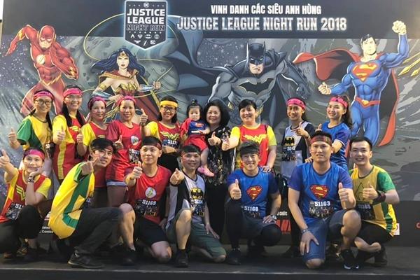 Cuối tuần qua, sự kiện chạy bộ Justice League Night Run 2018 diễn ra tại TP HCM. Đây là giải chạy được khởi xướng và sở hữu bởi DC Entertainment, cái nôi của biểu tượng đại chúng Justice League - Liên Minh Công Lý bao gồm 7 siêu anh hùng Superman, Batman, Wonder Woman, The Flash, Cyborg, Green Lantern và Aquaman...