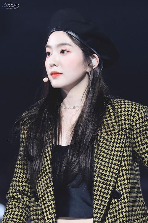 Irene xứng đáng là Nữ hoàng mũ beret trên sân khấu - 3