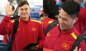 Tuyển Việt Nam vui vẻ về nước sau trận thắng bán kết lượt đi