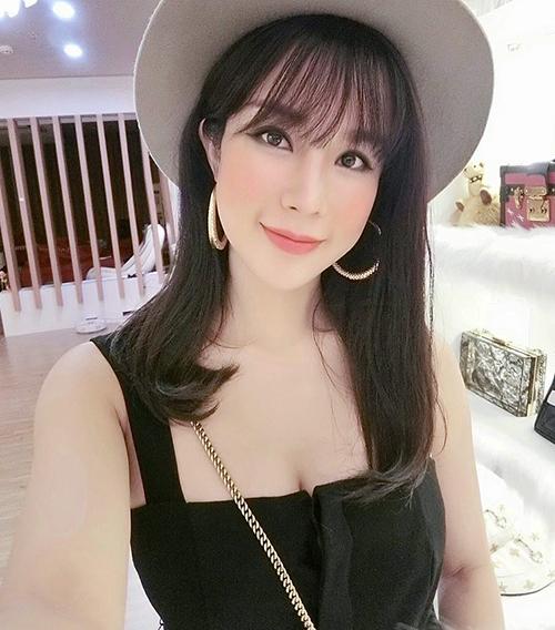 Không ít người so sánh dung mạo mới của Hà Lade với cô bạn thân Diệp Lâm Anh. Trước cô em thân thiết, Diệp Lâm Anh cũng từng gây xôn xao với gương mặt khác lạ sau một chuyến công tác Hàn Quốc.