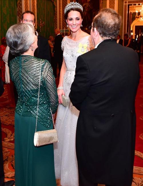 Công nương Kate khiến fan nín thở khi đội vương miện của Diana - 3