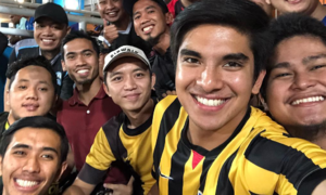 Bộ trưởng điển trai của Malaysia sang Việt Nam xem chung kết