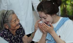 Eun Jung bất ngờ đến Việt Nam làm từ thiện cùng fan