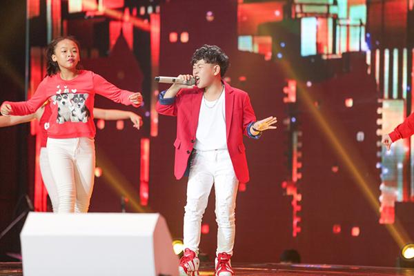 Thí sinh khép lại phần thi đơn ca của top 7 chính là Đào Đình Anh Tuấn team Soobin - Vũ Cát Tường với ca khúc Buổi sáng ở ciao cafe.