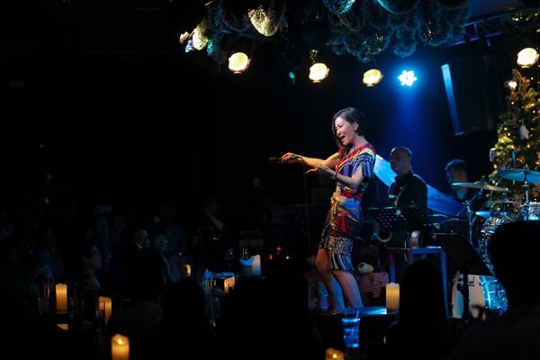 Thu Minh và trò cưng nhảy vũ điệu cày bừa vui nhộn mừng Giáng sinh - 3