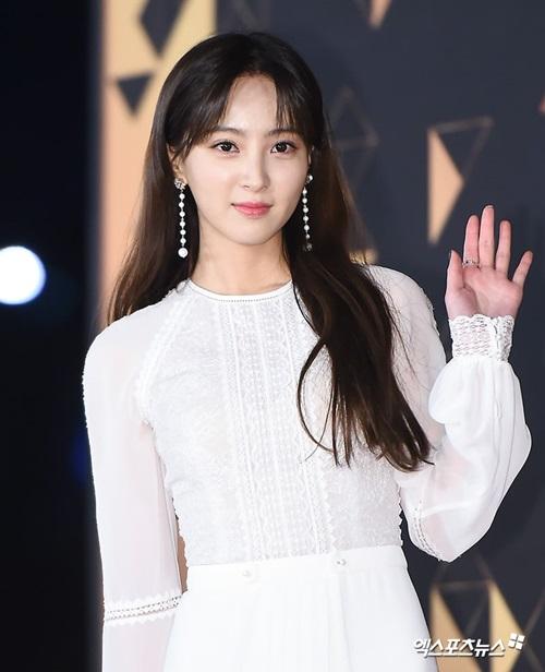 jung-hye-sung-xpn-6073-1546264387.jpg