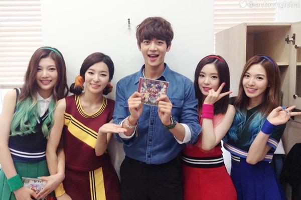 Cặp thứ hai được gọi tên là Min Ho (SHINee) và Irene (Red Velvet). Là hai nghệ sĩ SM nên hai người thường khá gần gũi tại các sự kiện. Hồi năm 2015, giới fan từng rộ lên tin đồn hẹn hò của cặp đôi này. Trong một chương trình radio, Yeri đã vô tình để lộ ra thông tin Min Ho mua quần áo tặng Irene với một giọng điệu rất bối rối.