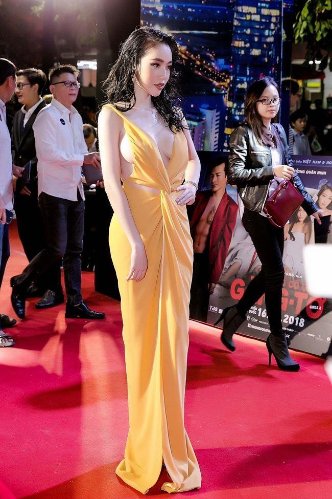 Loạt trang phục 'mặc cũng như không' của sao Việt năm 2018