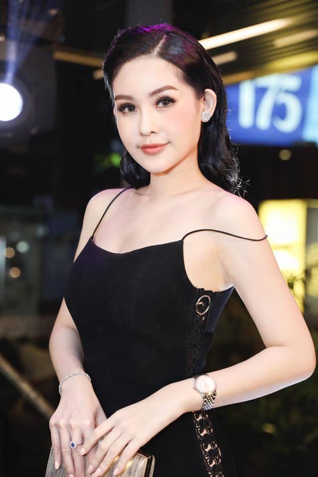 <p> Sáng 9/1, Ngân Anh vẫn lên đường sang Philippines dự thi Hoa hậu Liên lục địa, bất chấp công văn từ chối cấp phép của Cục Nghệ thuật Biểu diễn.</p>