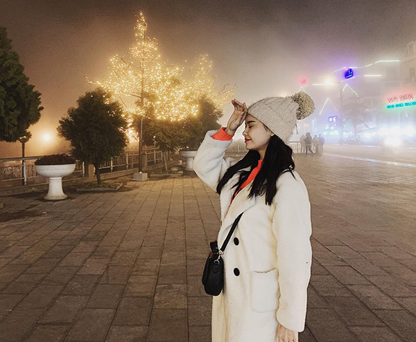 Trương Quỳnh Anh mặc đồ ấm áp để chống chọi với thời tiết lạnh giá ở Sapa.