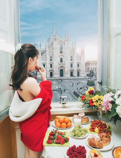 Một phòng view chính diện nhà thờ nổi tiếng thế giới Duomo của Milan. Từ phòng nhìn trọn nhà thờ với khủng cảnh tuyệt đẹp lúc bình mình lên