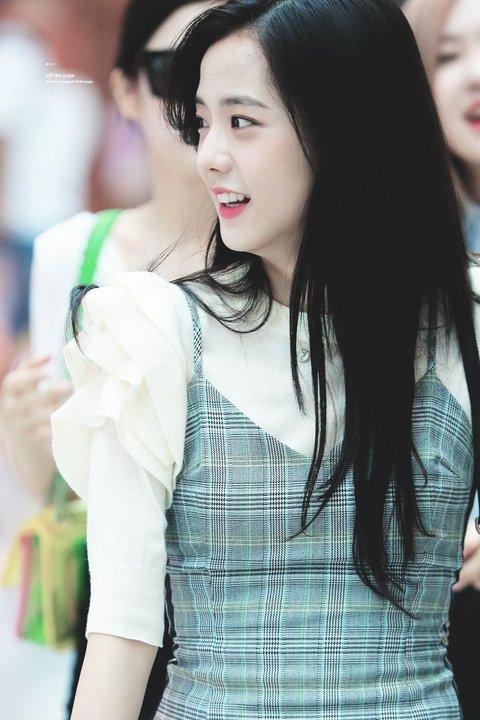 Hành trình nhan sắc chưa bao giờ biết xấu của Ji Soo (Black Pink) - 9