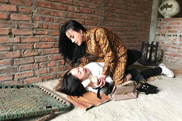 Khác hẳn với hình tượng ngây thơ trong Quỳnh búp bê, Phương Oanh sẽ rất ghê gớm trong bộ phim mới.
