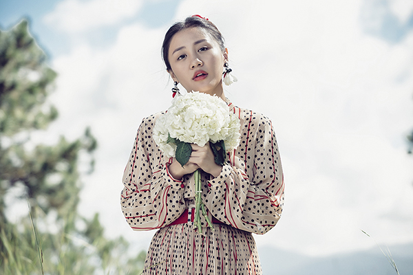 Văn Mai Hương kể chuyện tình ngọt trong MV mới.