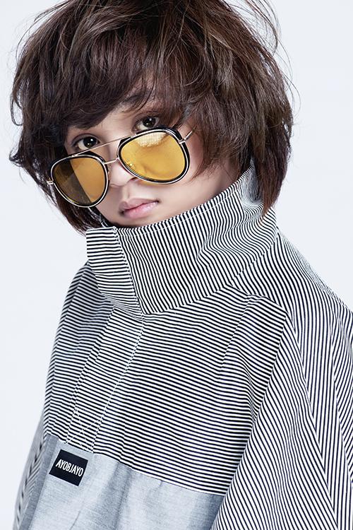 Sở hữu chất giọng ấm, gương mặt đáng yêu cùng mái tóc Maika thương hiệu, Thiên Khôi ngày nào dần có sức hút của một thanh niên. Quán quân Vietnam Idol Kids 2017 ngày càng chú trọng về ngoại hình lẫn phong cách thời trang.