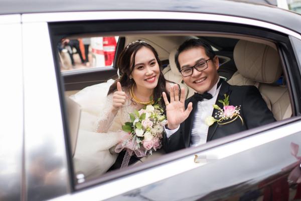 Trung Hiếu và vợ trong lễ cưới. Ảnh: Lê Chí Linh