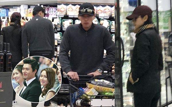 Ngày 21/1, hình ảnh Hyun Bin - Son Ye Jin đi dạo siêu thị ở Mỹ trở thành đề tài hot. Cặp đôi lại tiếp tục vướng nghi vấn yêu đương nhưng công ty quản lý của Hyun Bin đã lên tiếng phủ nhận. Netizen Hàn cho rằng hai ngôi sao đang hẹn hò nhưng vẫn quyết chối giống như chuyện tình của Song Joong Ki - Song Hye Kyo.