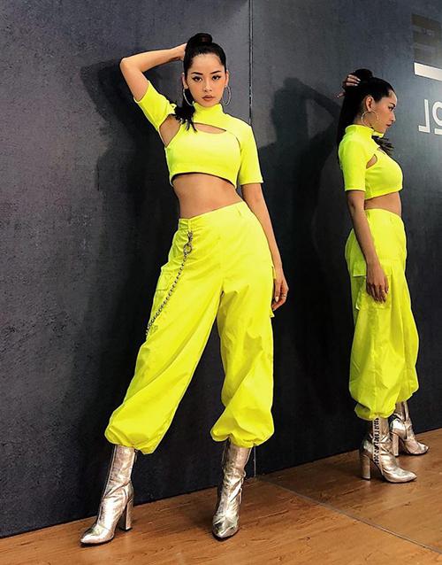 Sao Việt người chất lừ, kẻ sến sẩm khi diện màu xanh chóe hot trend