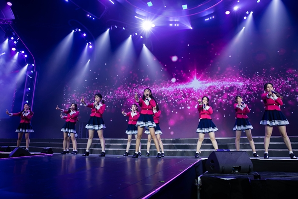 Trước đó vào chiều cùng ngày, SGO48 tham dự sự kiện High5 - đập tay giao lưu cùng fan và trình diễn ca khúc Lời từ lòng tôi (Aitakatta).