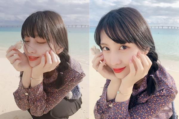 Momo (Twice) tết tóc đáng yêu như nữ sinh, khoe vẻ trong trẻo dưới nắng vàng, biển xanh.