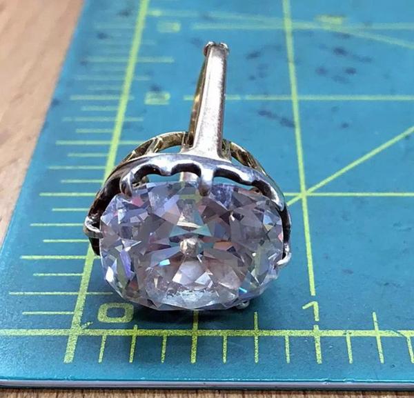 Chiếc nhẫn giúp cô gái người anh đổi đời chỉ sau một đêm.