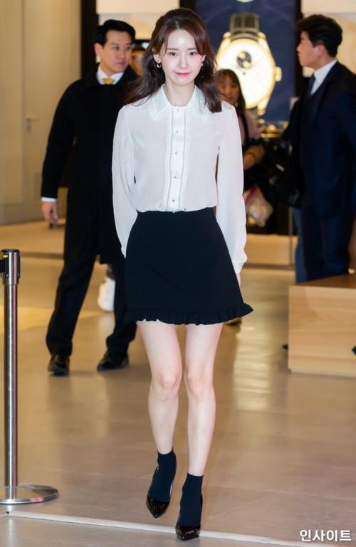 Yoon Ah vừa lọt top những nữ idol xinh đẹp nhất do chính những thần tượng khác bình chọn. Mỹ nhân nhà SM là idol duy nhất của thế hệ thứ 2 lọt bảng xếp hạng. Điều này chứng minh nhan sắc trường tồn của Yoon Ah dù đã debut hơn chục năm.