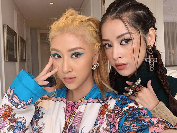 Chi Pu và Quỳnh Anh Shyn chơi với nhau từ khi còn là hot girl, người mẫu học trò ở Hà thành. Cặp đôi ngày càng thân thiết sau khi đóng chung phim 5S Online và đồng loạt Nam tiến lập nghiệp. Một thời gian dài, hai cô nàng ở chung nhà nên cũng vì thế mà chẳng khác gì chị em một gia đình.