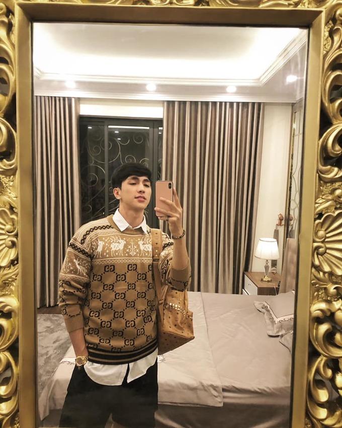<p> Bạn trai Á hậu Phương Nga sinh năm 1993, sống tại Hà Nội. Bình An cao 1,82m, sở hữu khuôn mặt điển trai, lãng tử.</p>