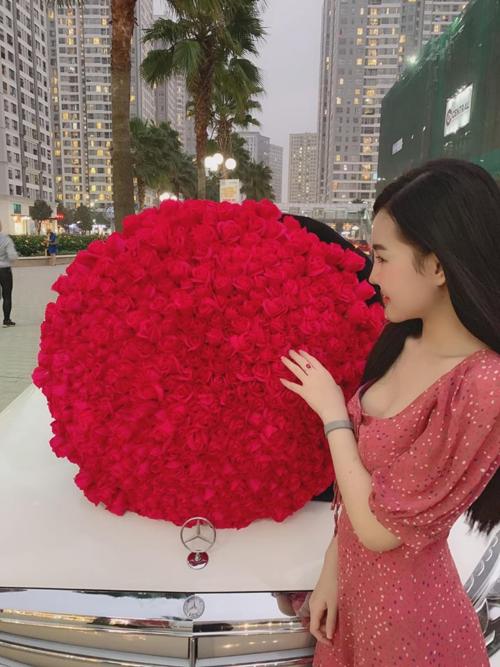 Cô gái được tặng hoa tên Mi Ánh.