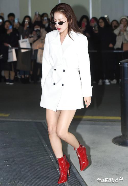 Tối 14/2, Dara tham dự sự kiện ra mắt bộ sưu tập mới năm 2019 của thương hiệu Gentle Monster tại Seoul, Hàn Quốc.